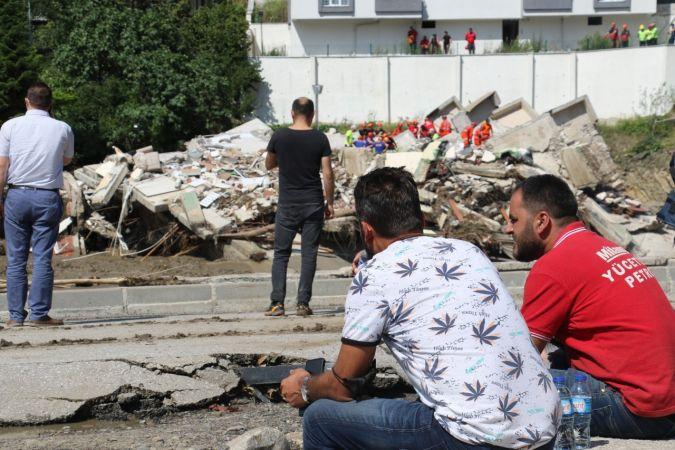 Bozkurt'ta sel felaketinde çöken bina karşısında umutlu bekleyiş sürüyor   Son Dakika