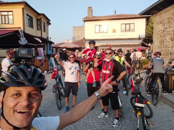 Bisiklet tutkunları 30 Ağustos Zafer Bayramı'nı pedal çevirerek kutladı |Son Dakika