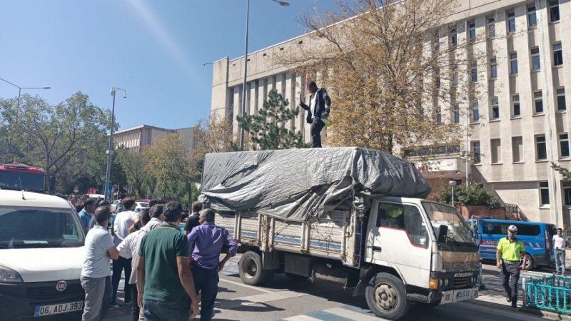 Erzurum Adliye binası önünde hareketli dakikalar