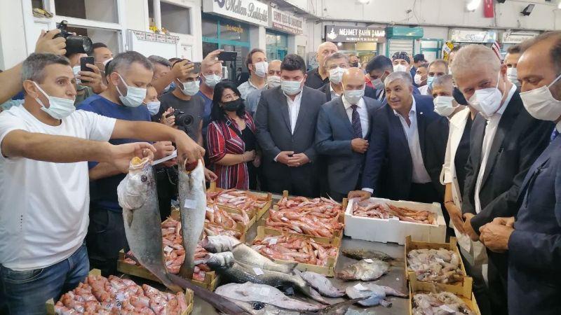 İzmir'in balık halinde bolluk var