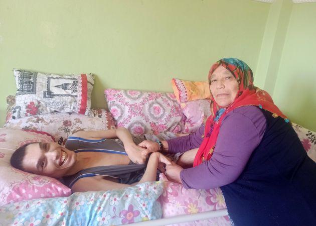 Ömrünü 3 engelli evladına adadı  Son Dakika