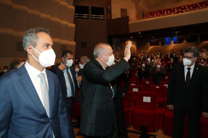 """Cumhurbaşkanı Erdoğan: """"Okullarımızı açık tutmakta, çocuklarımıza en iyi eğitim vermekte kararlıyız"""" dedi"""