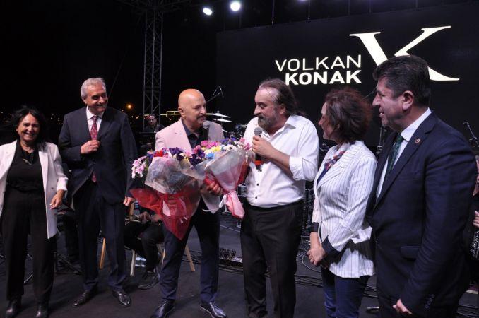 Bozüyük'te on binlerce vatandaş Volkan Konak konserinde coştu   Magazin Haberler