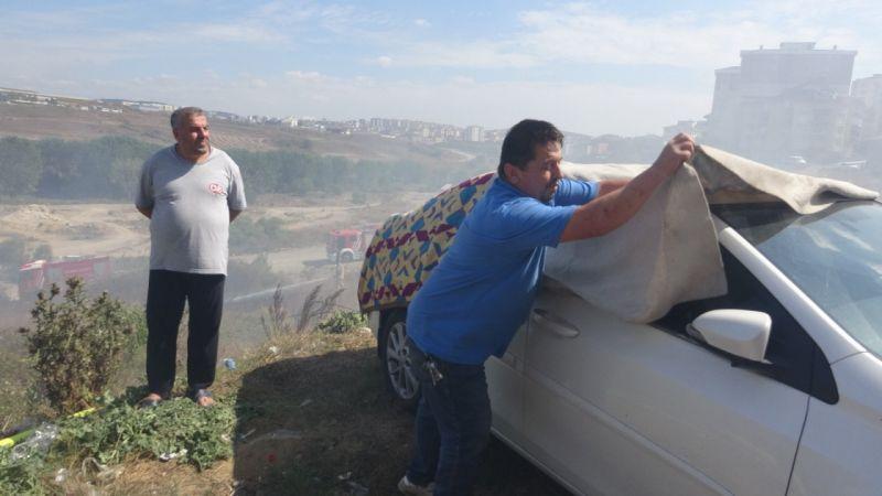 Yangına karşı ilginç yöntem: arabayı korumak için battaniyeyle kapladı | Son Dakika