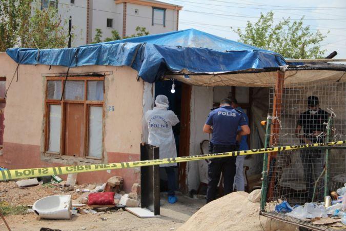 Hurdacı evinde 5 bıçak darbesiyle öldürüldü  Son Dakika