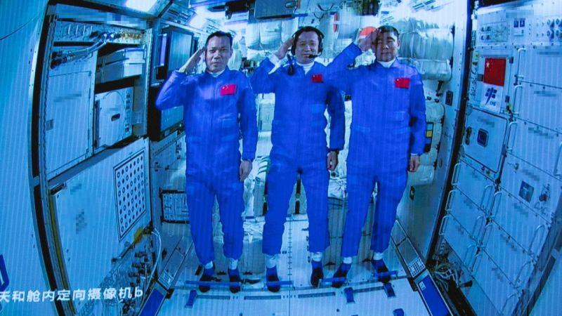Çinli astronotlar 90 gün sonra uzay istasyonundan ayrıldı | Son Dakika