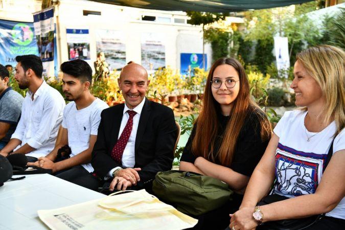İzmir Büyükşehir Belediyesi'nden 5 bin öğrenciye 3 bin 200 lira eğitim yardımı