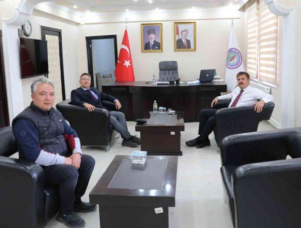 Bulduğu hastalığa ismi verilen beşinci Türk doktor olan Doç. Dr. Sedat Işıkay, Vali Sarıibrahim'i ziyaret etti   Son Dakika
