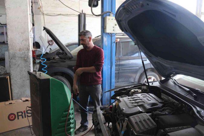 Doğuda araç sahiplerinin soğukla mücadelesi başladı | Son Dakika