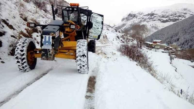 Doğuda kar nedeniyle kapanan yollar birer birer açılıyor!