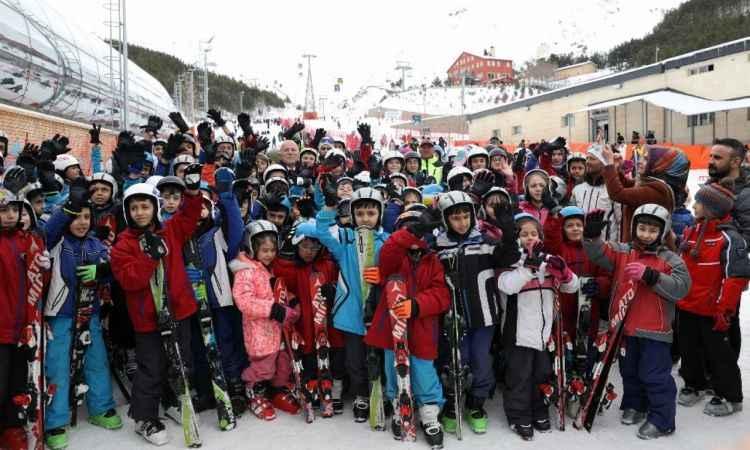 """Başkan Sekmen: """"Erzurum'da kayak bilmeyen çocuk kalmayacak"""""""