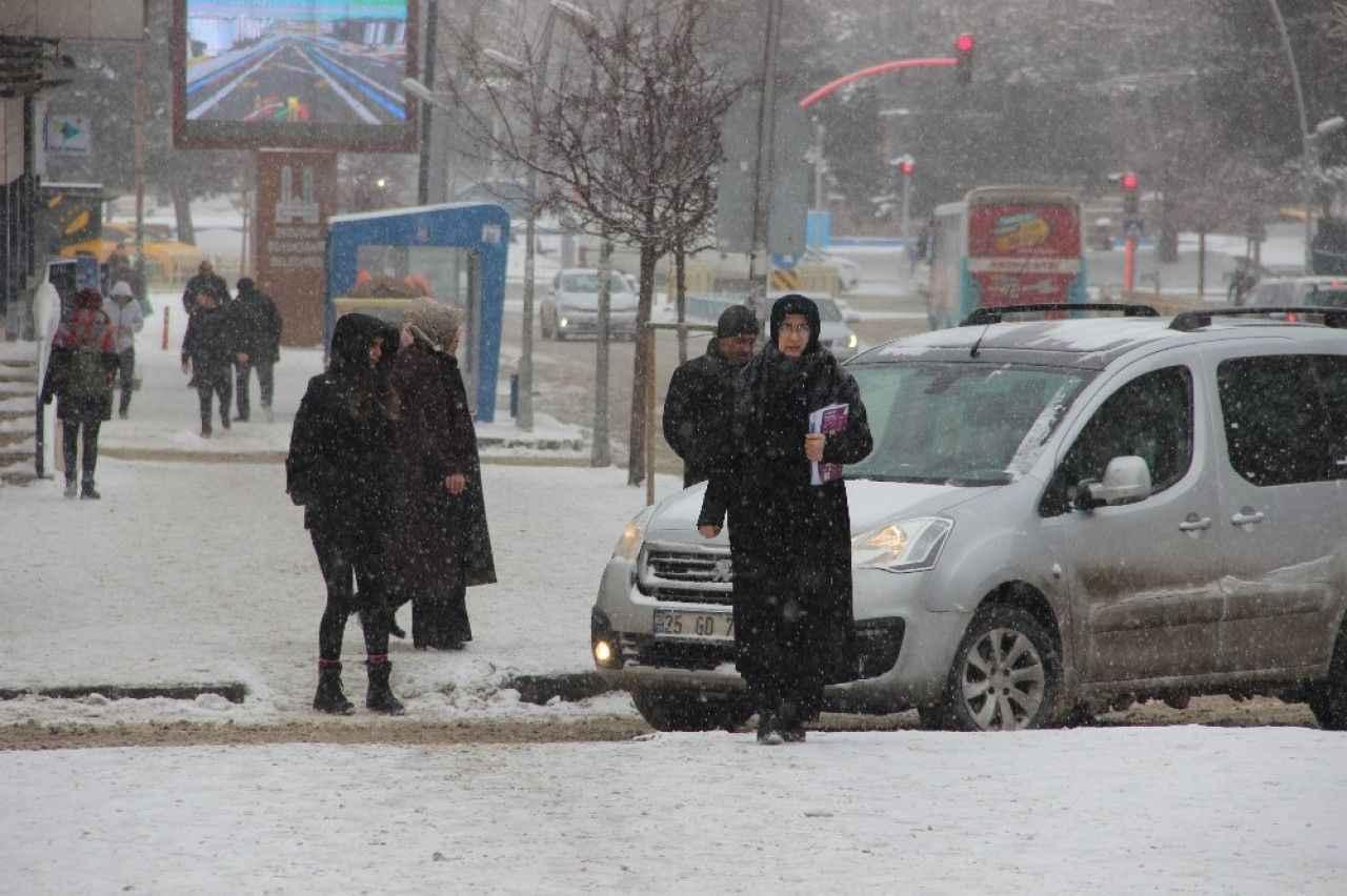 Lapa lapa yağan kar Erzurum'u beyaza bürüdü ile ilgili görsel sonucu