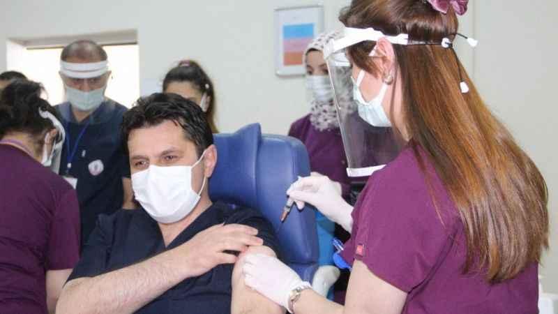 Erzurum İl Milli Eğitim Müdürü ve 4 köy öğretmeni Covid-19 aşısı oldu!