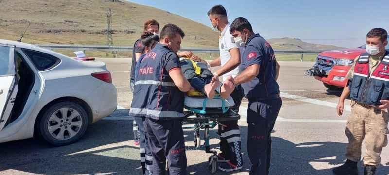 Kazada araçta sıkışan sürücüyü itfaiye ekipleri kurtardı