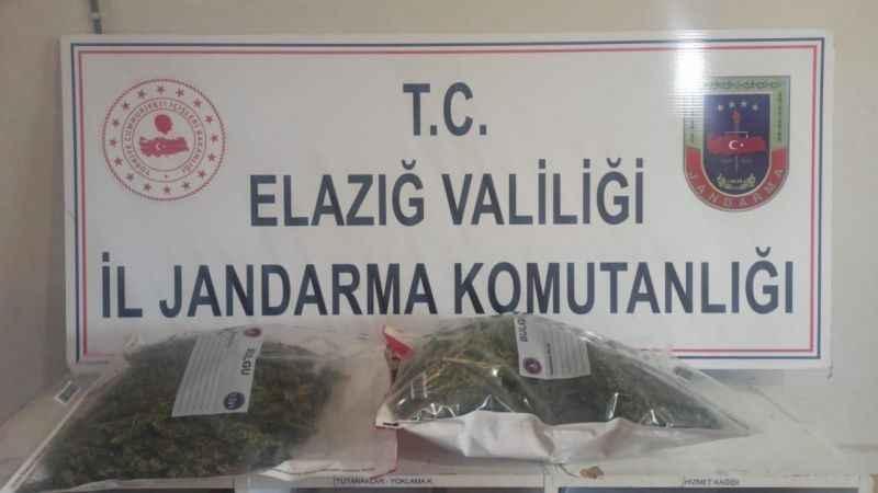 Elazığ'da yolcunun üzerinden 2 kilogram kubar esrar çıktı