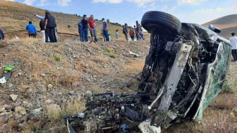 Kontrolden çıkan araç takla attı! 3 Yaralı