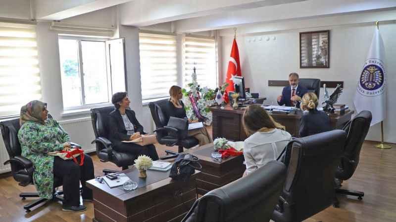 İyilik İçin Sanat Derneği yöneticileri Atatürk Üniversitesini ziyaret etti