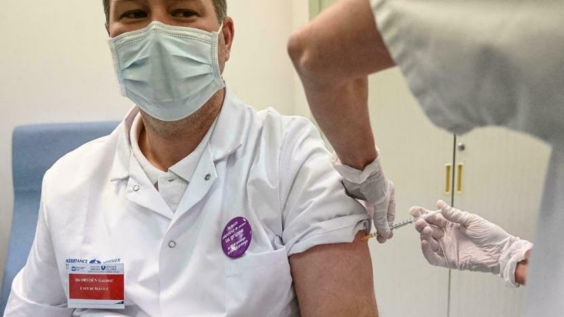 Covid-19 aşısı olmayan 3 bin sağlık çalışanı işten uzaklaştırıldı! İşte detaylar...
