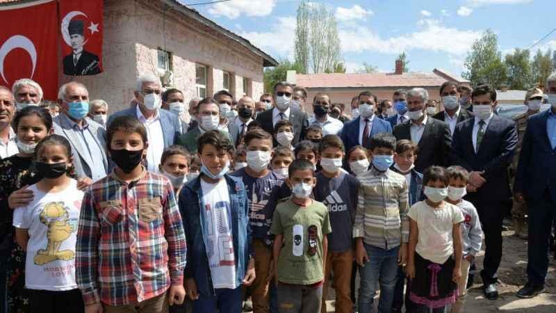 Erzurum'umuza hayırlı olsun, 4 ilçede 4 okulun temeli atıldı, yapımı tamamlanan bir okul ise hizmete açıldı!