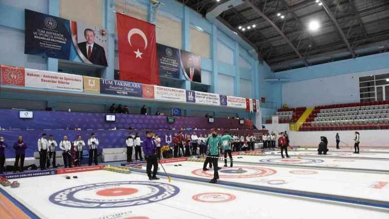 Curling 2022 Kış Olimpiyat Oyunları ön eleme müsabakaları Erzurum'da devam ediyor