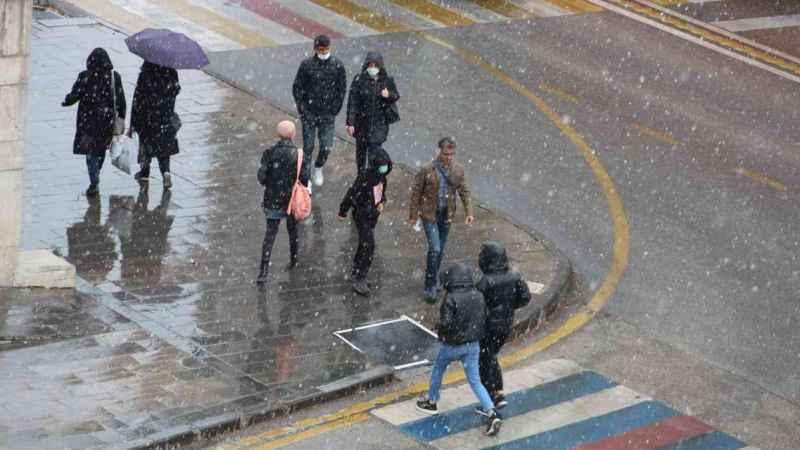 Erzurum'da lapa lapa yağan kar !