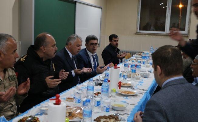 Vali Yıldırım Varto'da iftar açtı