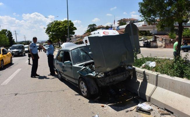 Kırıkkale'de otomobiller çarpıştı: 3 yaralı