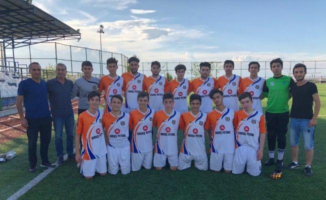 Malatya'da şampiyon olan Kalespor U17 takımı grup elemeler için Sivas'a gitti