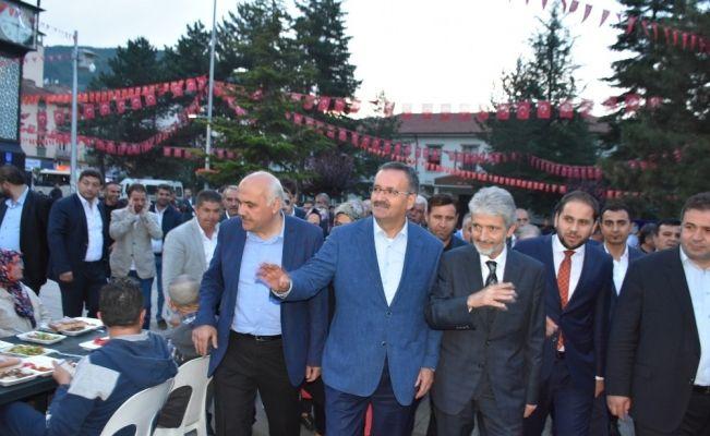 Ankara Büyükşehir Belediye Başkanı Mustafa Tuna Kızılcahamamlılarla iftar yaptı