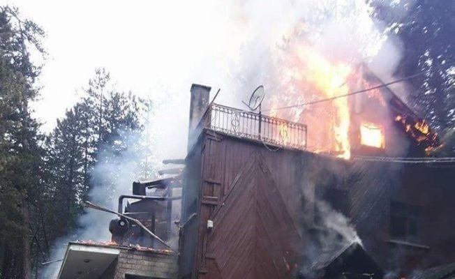 Tosya Tabiat Parkı Dipsiz Göl tesislerinde yangın