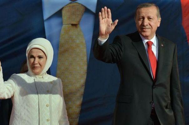 Cumhurbaşkanı Erdoğan ve eşi Emine Erdoğan gençlerle sahurda bir araya geldi