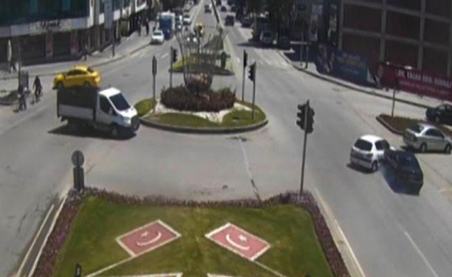 Erzincan'da trafik kazaları kameralara yansıdı