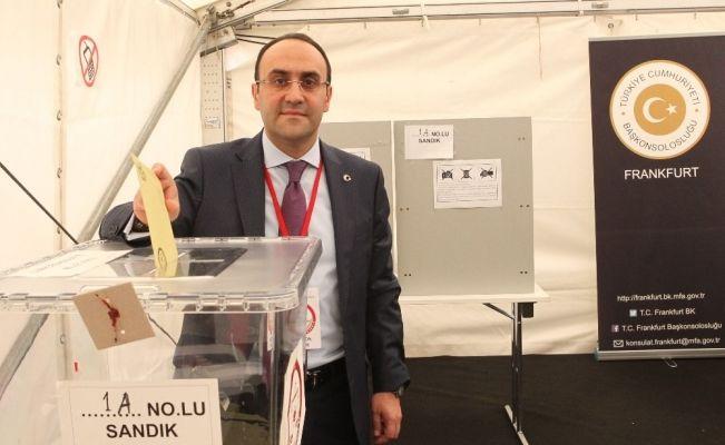Frankfurt'ta oy verme işlemi başladı