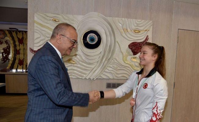 Başkan Ergün altın kız Ayşe Begüm'ü ağırladı