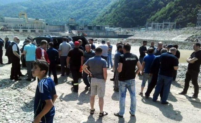 Gürcistan'da rafting yapan 4 kişi öldü