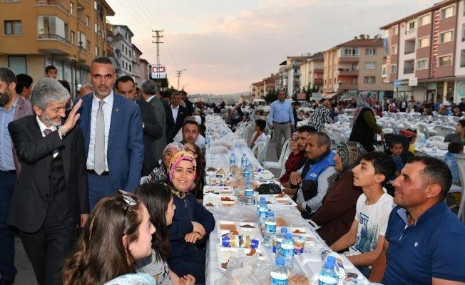 Başkan Tuna Etimesgutlu vatandaşlarla iftar yaptı