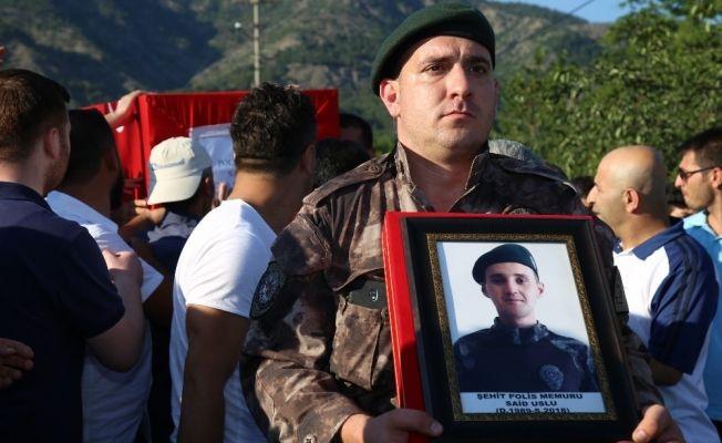 Şehit Uslu'nun cenazesi, dedesinin yaptırdığı caminin bahçesine defnedildi