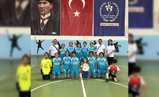 Buldanlı kızlar futsal turnuvasından 3.'lük ile döndü