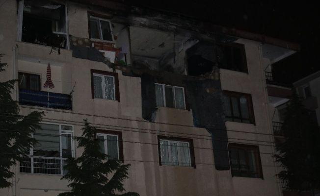 Ankara'da apartmanın dördüncü katına yıldırım düştü