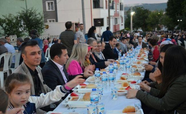 Mahalle İftarları Yeni Mahalle Şeyh Şamil Parkı iftarı ile devam etti