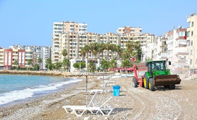 Mezitli sahilinde taş temizliği yapıldı