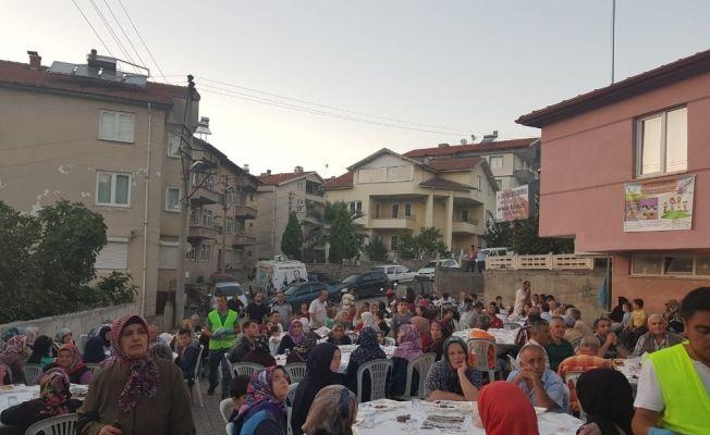 Devrek Belediyesi sokak iftarında vatandaşlar bir araya geldi