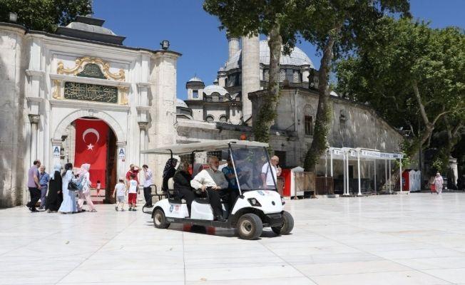 Mini golf araçlarıyla kabir ziyareti