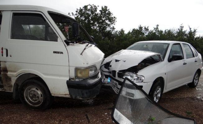Bilecik'te trafik kazası, 1'i ağır 6 kişi yaralı