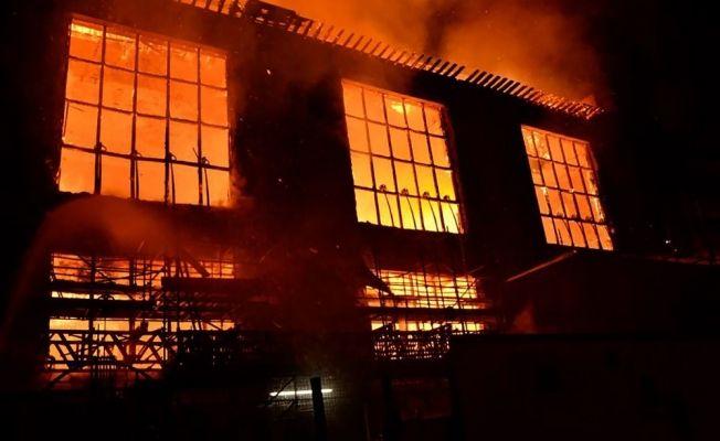 İskoçya'da tarihi bina yandı