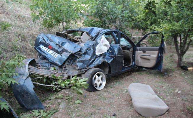 Otomobil bahçeye uçtu, yaralı arkadaşını bırakıp kaçtı