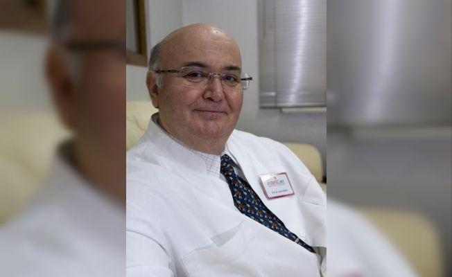 Prof. Dr. Özcan'dan göğüs estetiği ile ilgili uyarılar