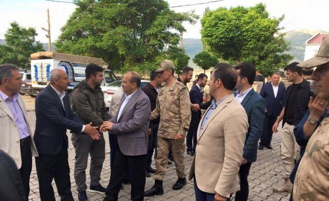 Vali Ustaoğlu asker ve halkla bayramlaştı
