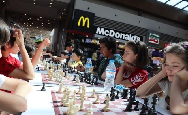Babalar ve çocukları Piazza'da buluştu