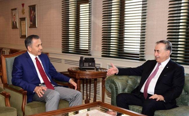 Gaziantep valisine Galatasaray forması